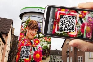 Scan and detect QR-codes captured by a smartphone camera